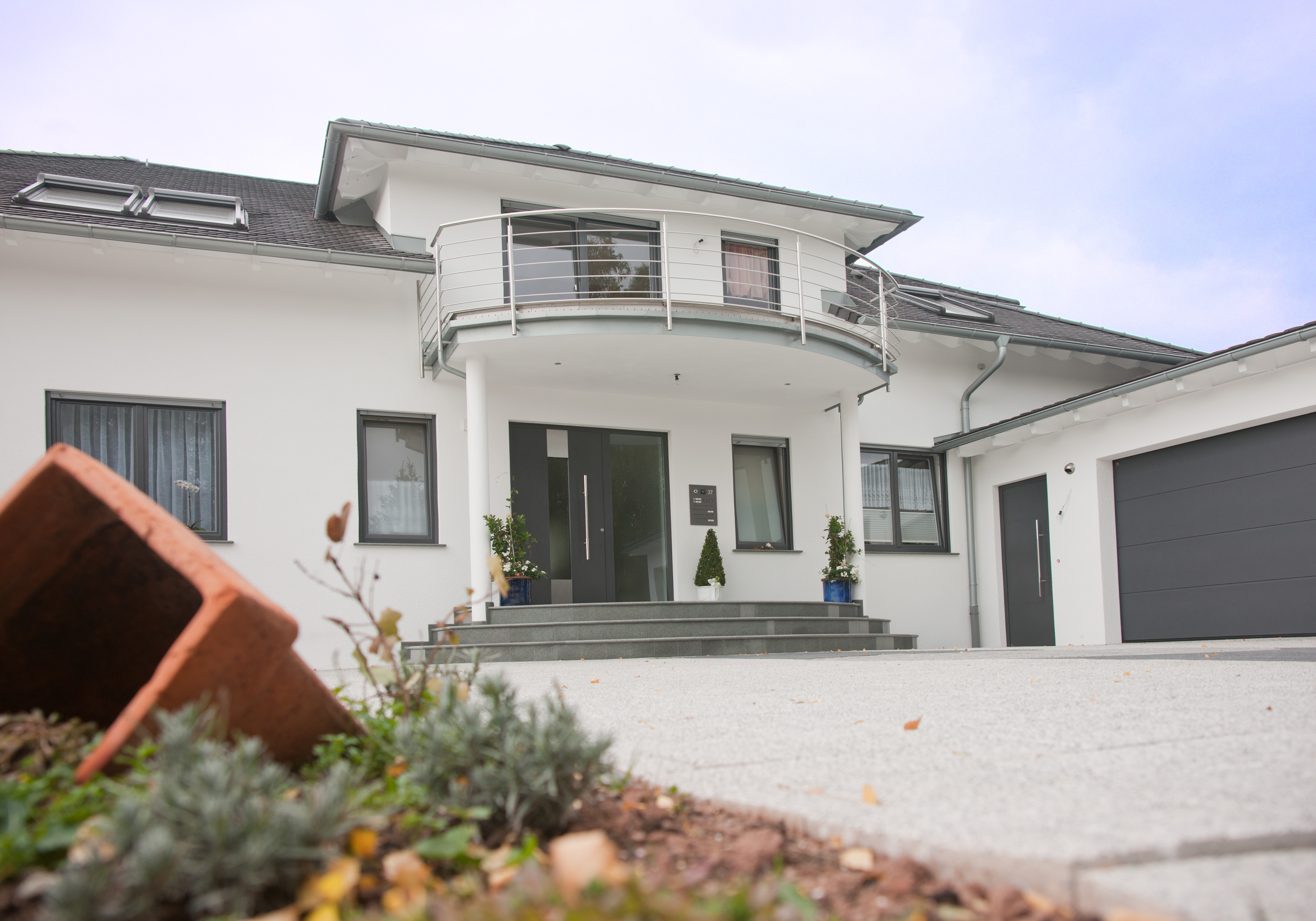 Taghaus einfamilienhaus modern bauen wohndesign und for Einfamilienhaus bauen ideen