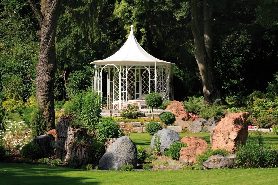 kunstvolle pavillons f r den garten. Black Bedroom Furniture Sets. Home Design Ideas