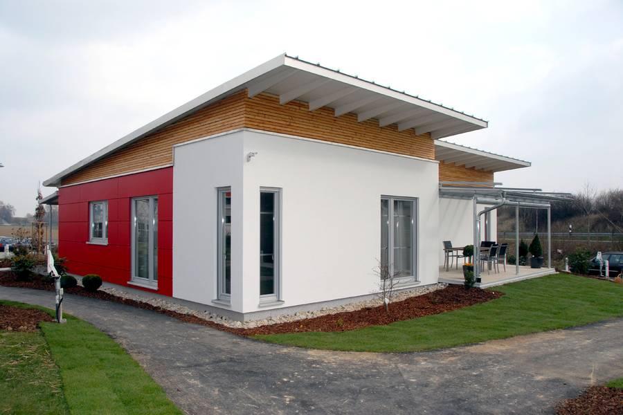 Moderner bungalow in neuem design for Fassadengestaltung beispiele bungalow