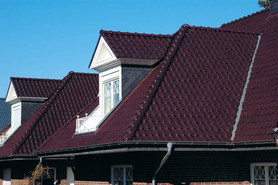 au ergew hnliche architektur mit dachziegeln und klinkern. Black Bedroom Furniture Sets. Home Design Ideas