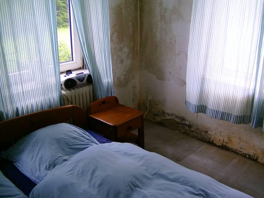 was tun bei feuchtem mauerwerk. Black Bedroom Furniture Sets. Home Design Ideas