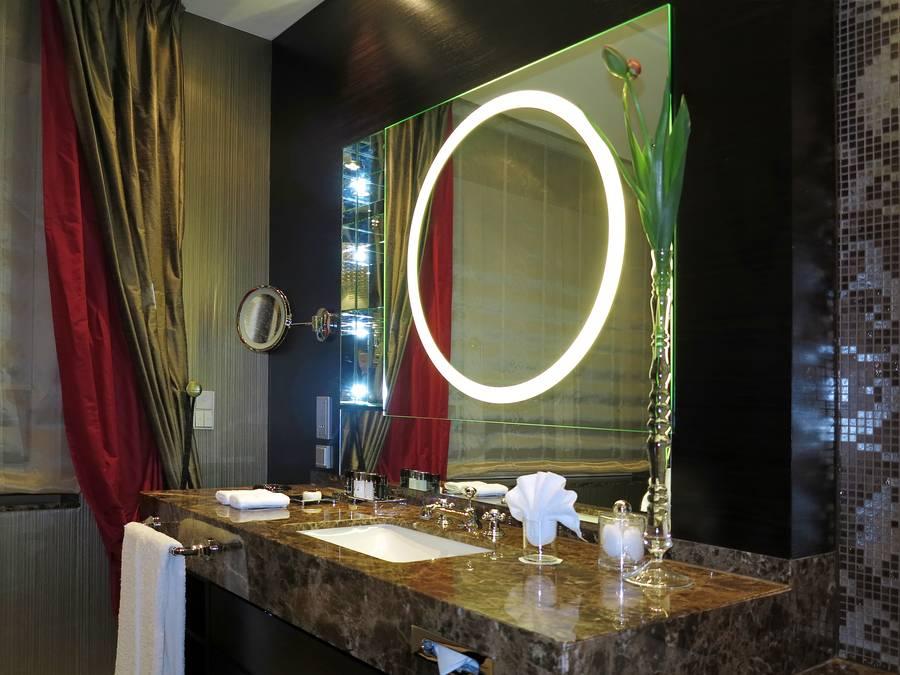 Badezimmerspiegel modern illuminiert for Badezimmerspiegel modern