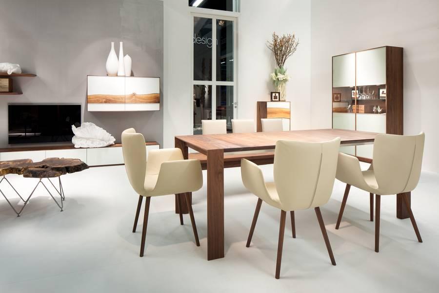 GroB Dafür Sorgen Möbel Aus Hochwertigem Massivholz Und Bequeme Sitzgelegenheiten,  Wie Der Stuhl Kasaar. Bild: Tdx/Scholtissek