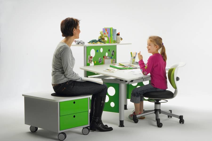 was ein kinderschreibtisch k nnen muss. Black Bedroom Furniture Sets. Home Design Ideas