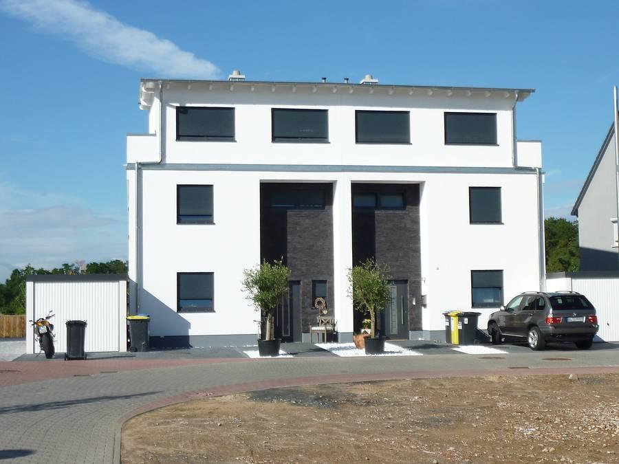 Gro z giges doppelhaus im argonnerpark for Doppelhaus modern