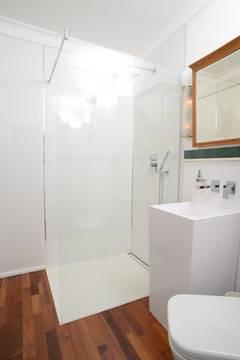 Kleine Badezimmer Lösungen kleines bad ganz groß mit einer dusche nach maß