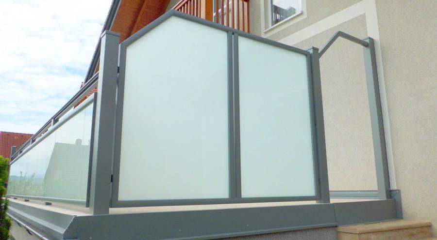Zeitloses Balkondesign Mit Aluminium Und Glas