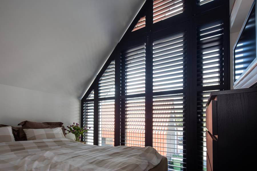 Licht- und Sichtschutz für ungewöhnliche Fensterformen